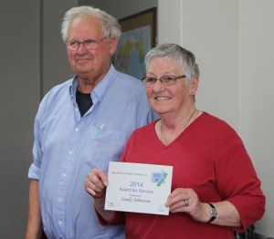 Sandy receiving her Award for Service from Robert Livingstone, long-time Northern Region delegate for NZPF, at Ambury Shield, Hamilton.