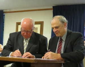 APF President John Moore and NZPF President Stephen Chivers signing the APF/NZPF Accord. Photo courtesy Ian McMahon